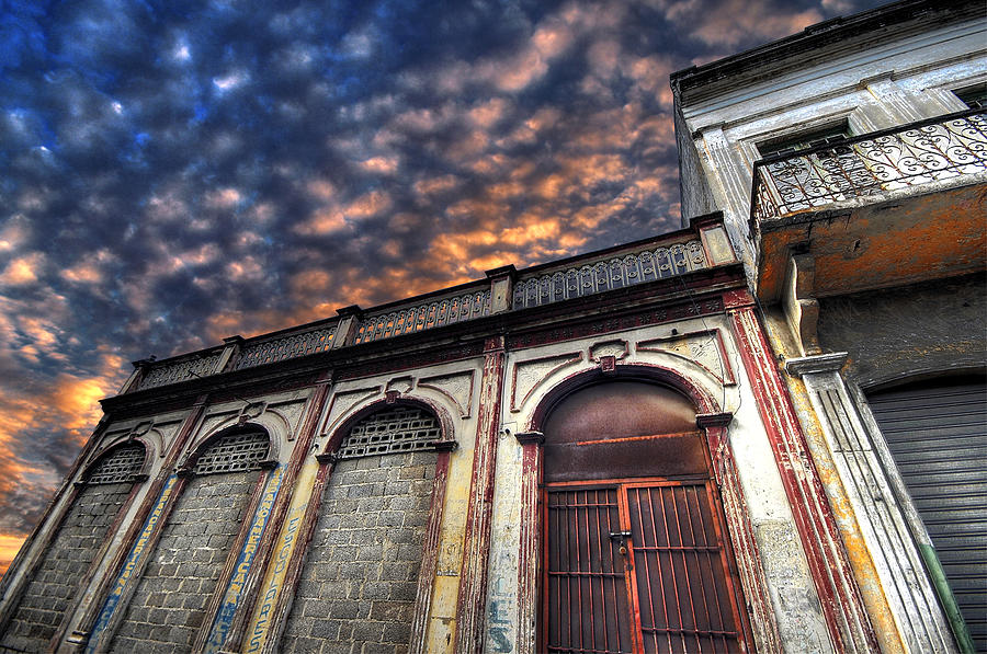 Old Building Photograph - Casona Antigua by Osvaldo Carbuccia