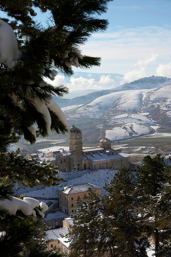 Castel Del Monte Photograph - Castel Del Monte Abruzzo Italy by Tom  Doherty