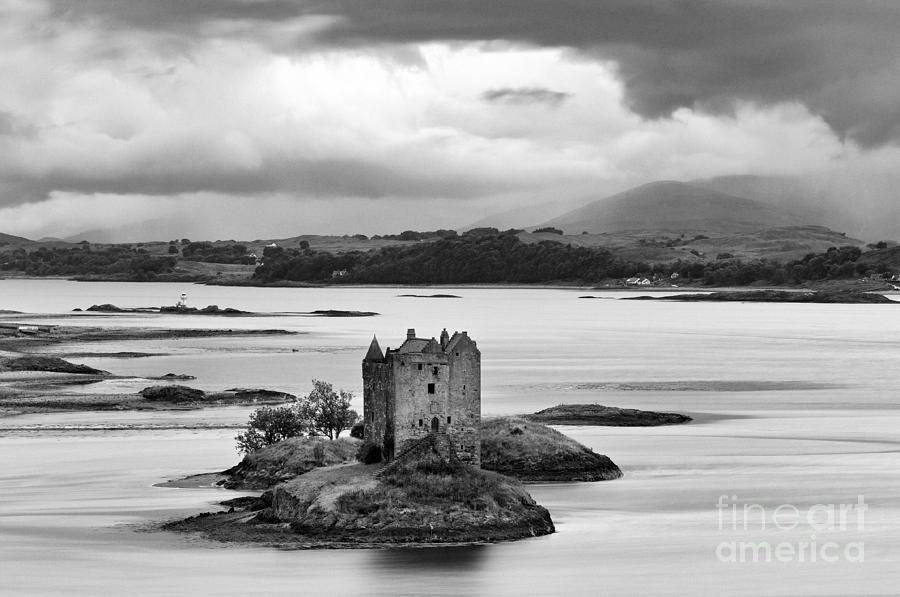 Black Photograph - Castle Stalker - D002192bw by Daniel Dempster