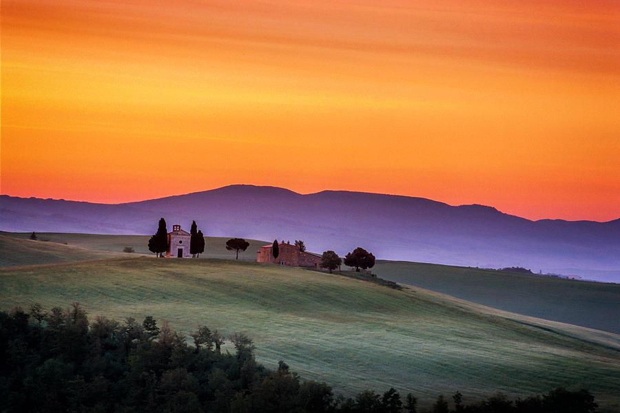Italy Photograph - Chapel And Farmhouse In Tuscany by Andrew Soundarajan