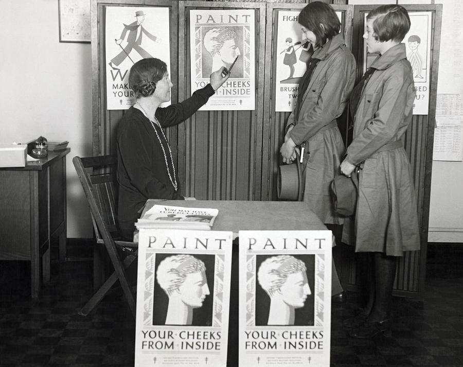 1920s Photograph - Chicago Health Campaign by Underwood Archives