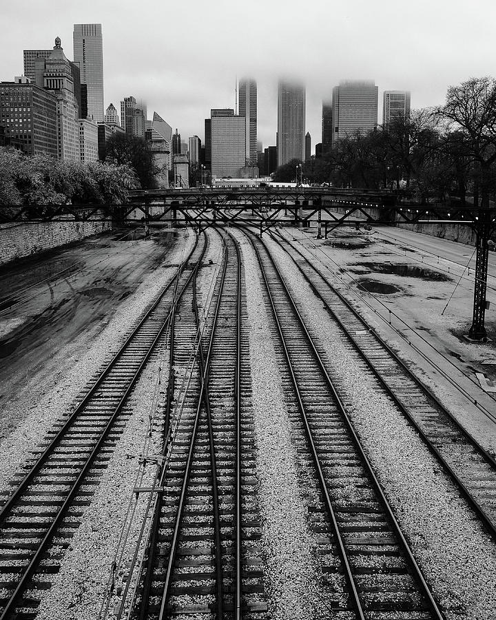 Chicago tracks to the foggy city  by John McArthur