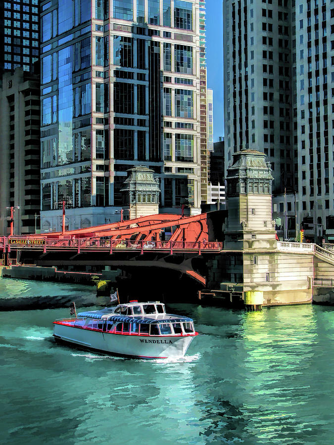 Chicago Painting - Chicago Wendella Boat Tours by Christopher Arndt