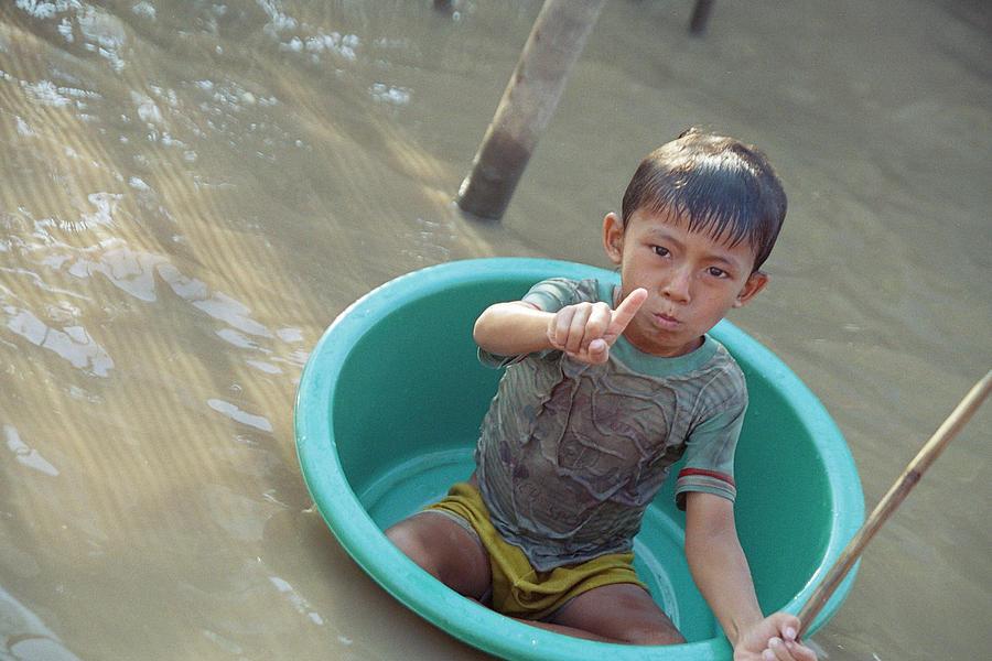 Child Photograph - Children At Play by Wendi Strauch Mahoney