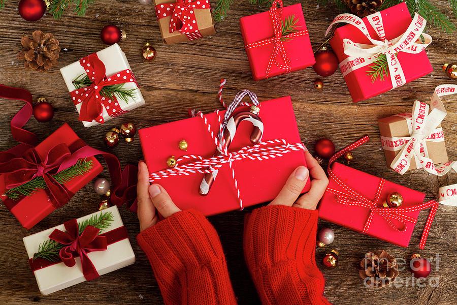 Christmas Gift Giving Images.Christmas Gift Giving