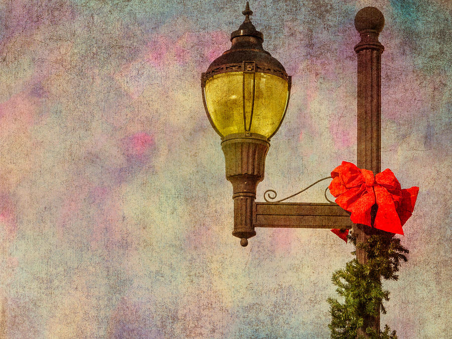 Columbiana Photograph - Christmas Lamp Post by Phillip Burrow