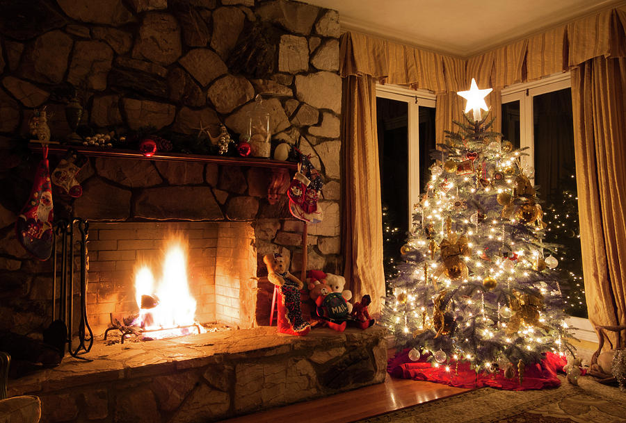 Christmas Fire Place Images.Christmas Tree And Rustic Fireplace In A Cozy Home