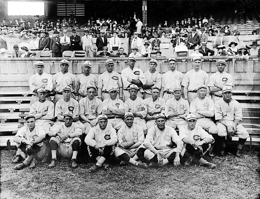 Baseball Field Photograph - Cincinnati Reds, Baseball Team, 1919 by Everett