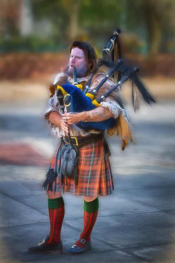 Buskers Digital Art - Clan Macintosh Piper by John Haldane