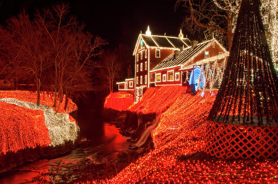 Clifton Mill Christmas Lights.Clifton Mill Holiday Lights Ohio