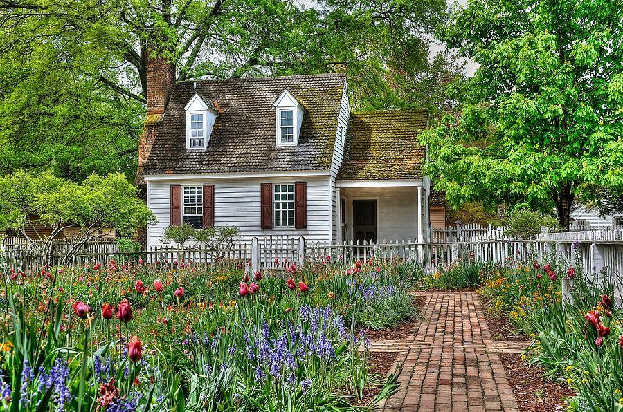 Williamsburg Photograph   Colonial Williamsburg Flower Garden By Todd  Hostetter