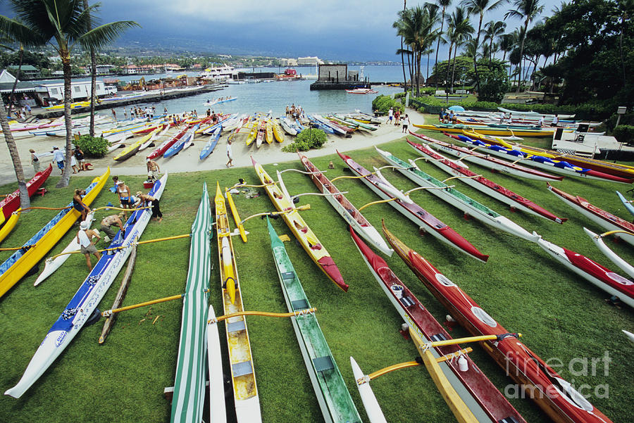 Aku Photograph - Colorful Outrigger Canoes by Joss - Printscapes