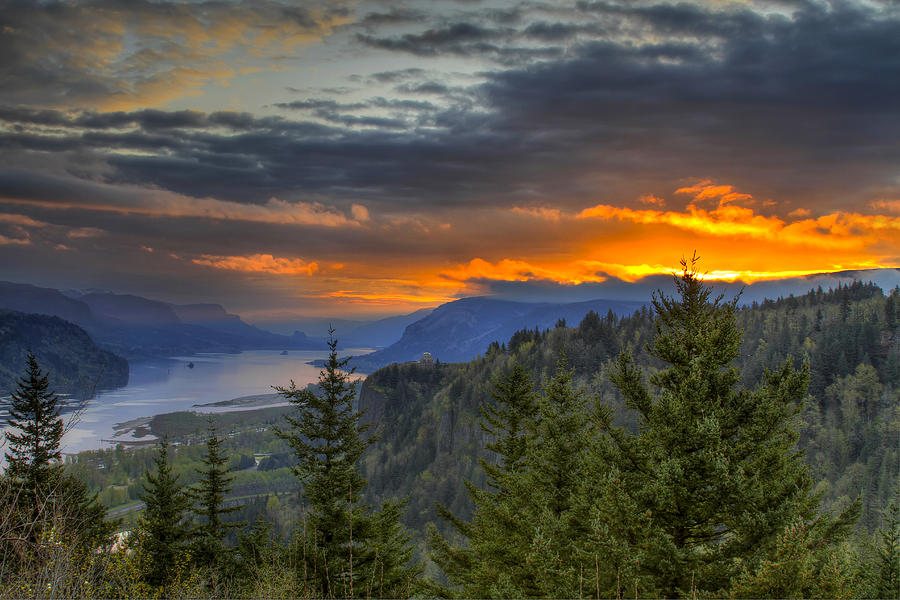 Columbia River Gorge Photograph - Columbia River Gorge Sunrise by David Gn