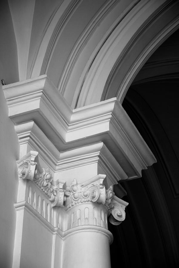 Architectural Elements Photograph - Columns At Hermitage by Donna Corless