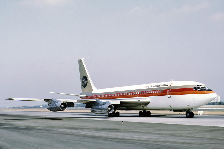 Boeing Photograph - Continental Airlines 720-024b N17207 Los Angeles July 22 1972 by Brian Lockett