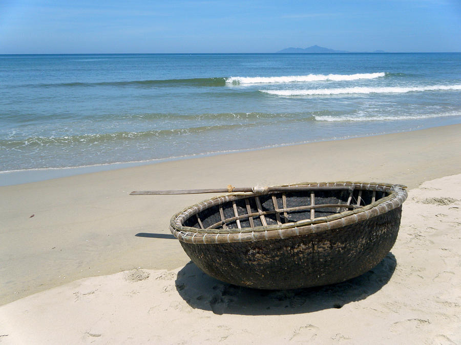Coracle Photograph - Coracle On Danang Beach by Steven Scott