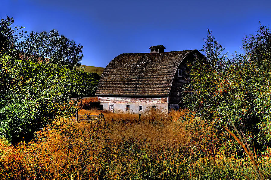 Landscape Photograph - Country Barn by David Patterson