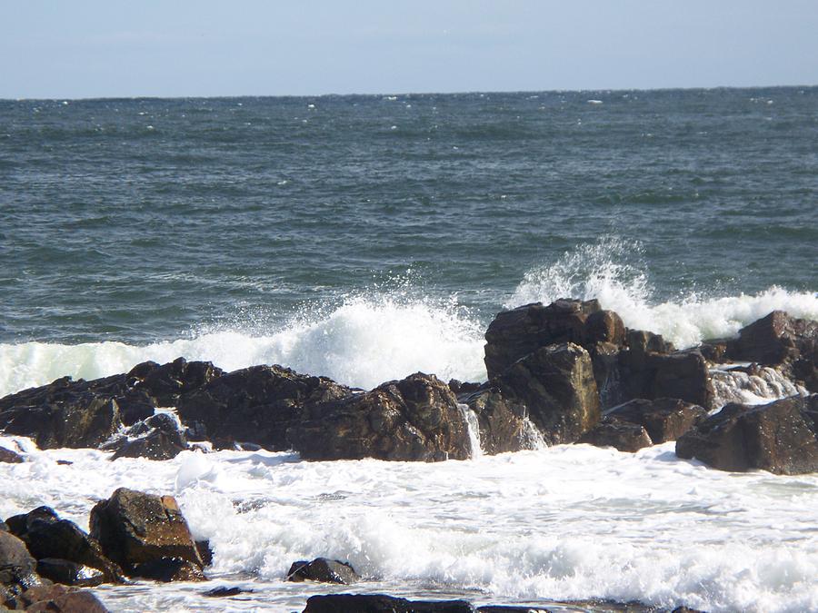 Seascape Photograph - Crash Against The Rocks by Rosanne Bartlett