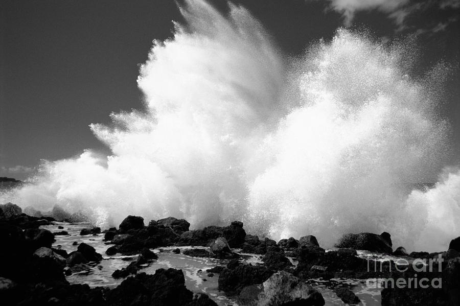 Active Photograph - Crashing Wave - Bw by Dana Edmunds - Printscapes