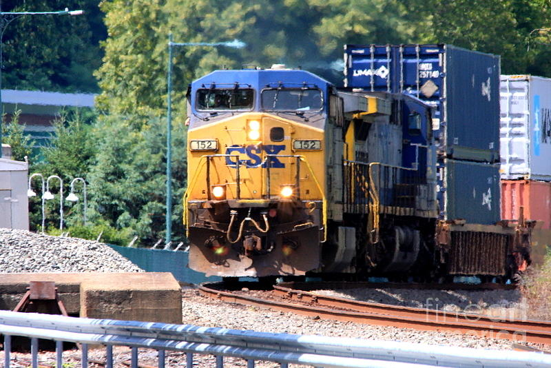 Csx Train Rounding The Bend Photograph by William Rogers