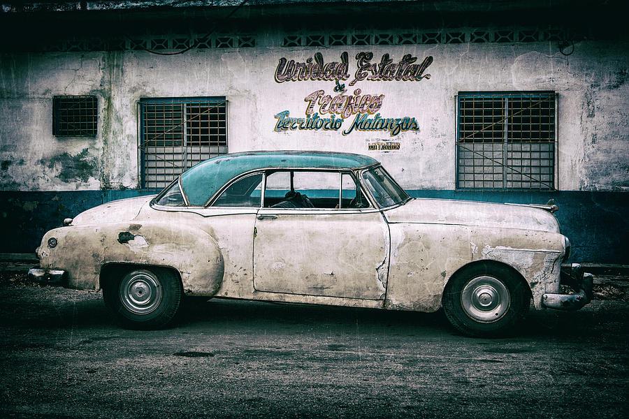 Cuban Pontiac at Territorio Matanzas Photograph by Erron