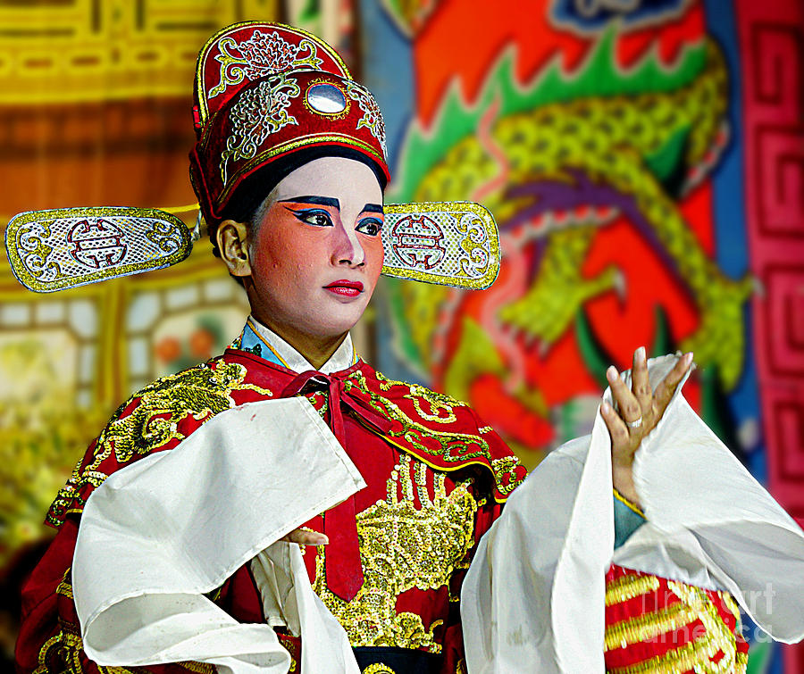 China Photograph - Cultural Opera Actor In Red by Ian Gledhill