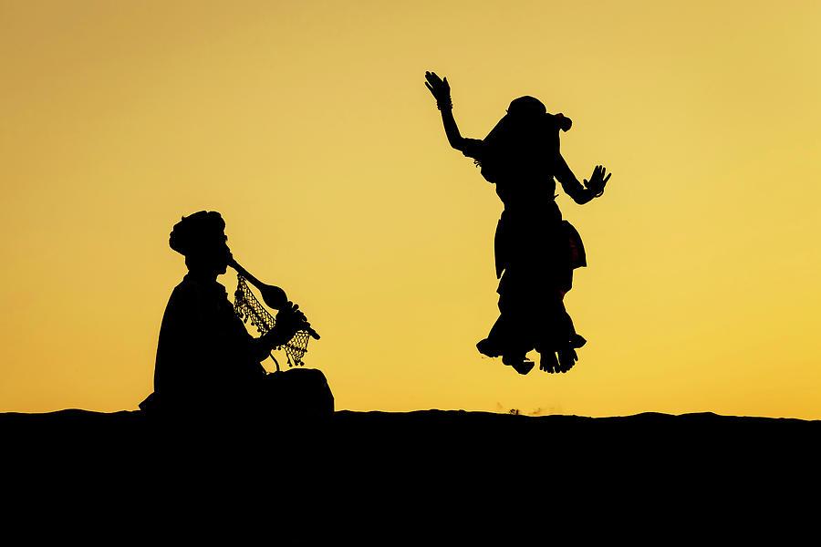 Dance in the dunes, Jaisalmer by Mahesh Balasubramanian