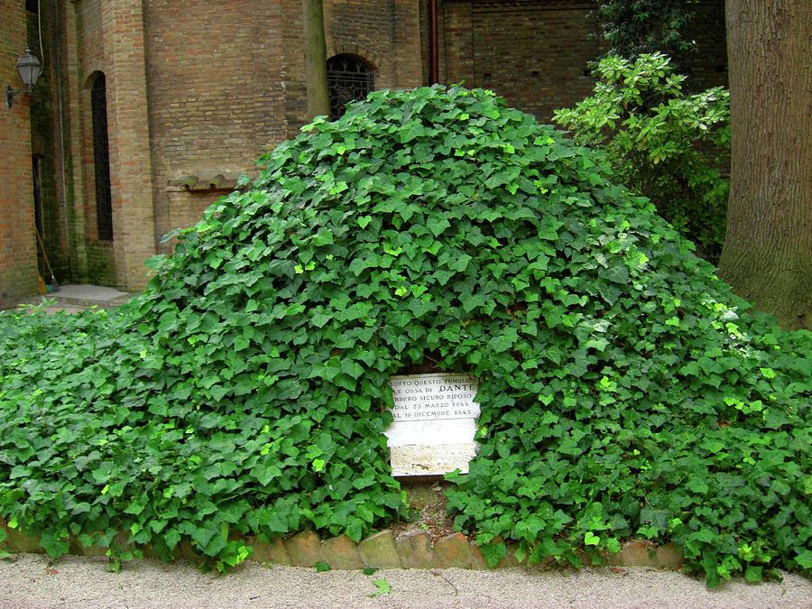 Ravenna Photograph - Dantes Tomb by Deborah Smolinske
