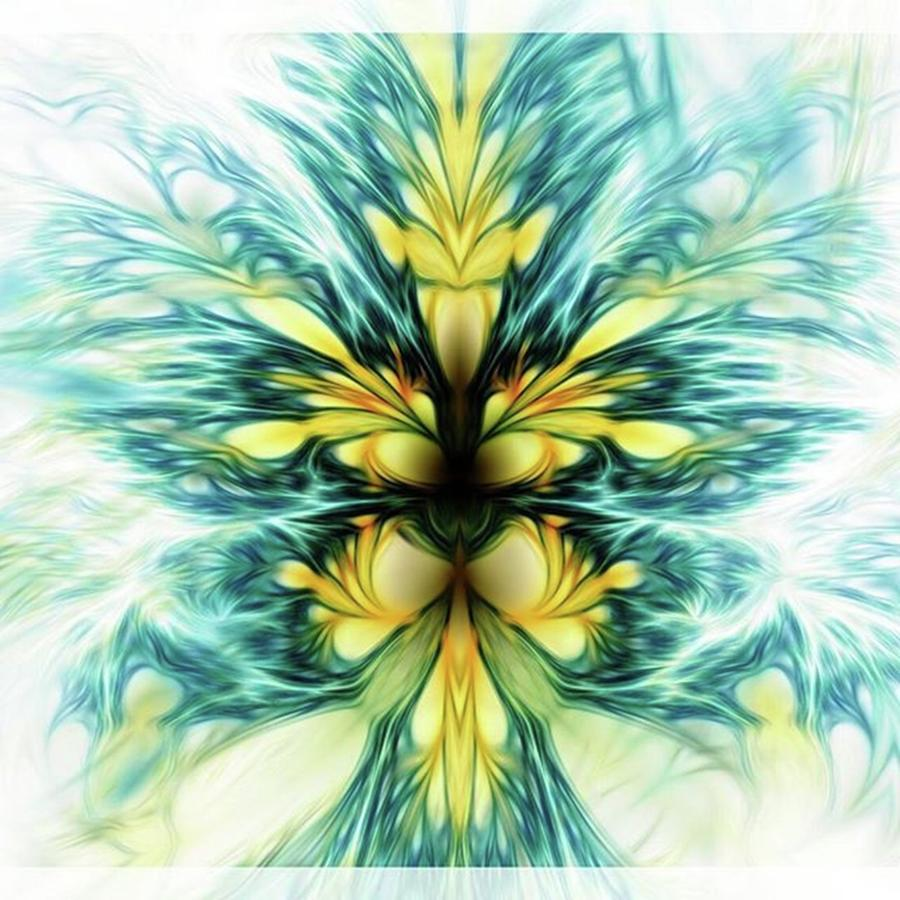 Abstract Photograph - Dayqueen #art #abstract #digitalart by Michal Dunaj