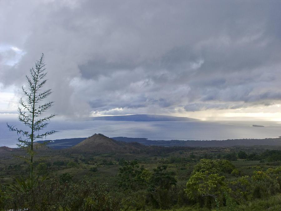 Hawaii Photograph - Days End At Kahoolawe by Charlie Osborn