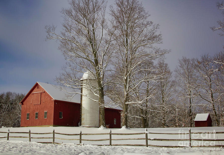Red Barns Photograph - Deerfield Red Barn by Diana Nault