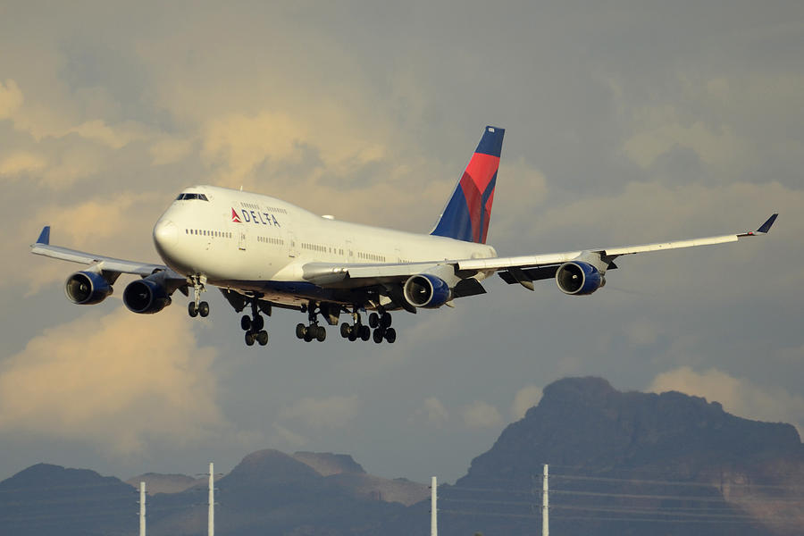 Airplane Photograph - Delta Boeing 747-451 N668us Phoenix Sky Harbor January 8 2015 by Brian Lockett