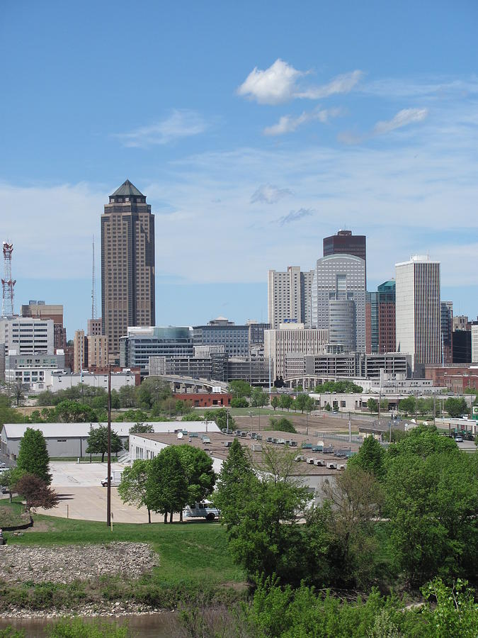 Des Photograph - Des Moines From Macrae Park by Jerry Browning