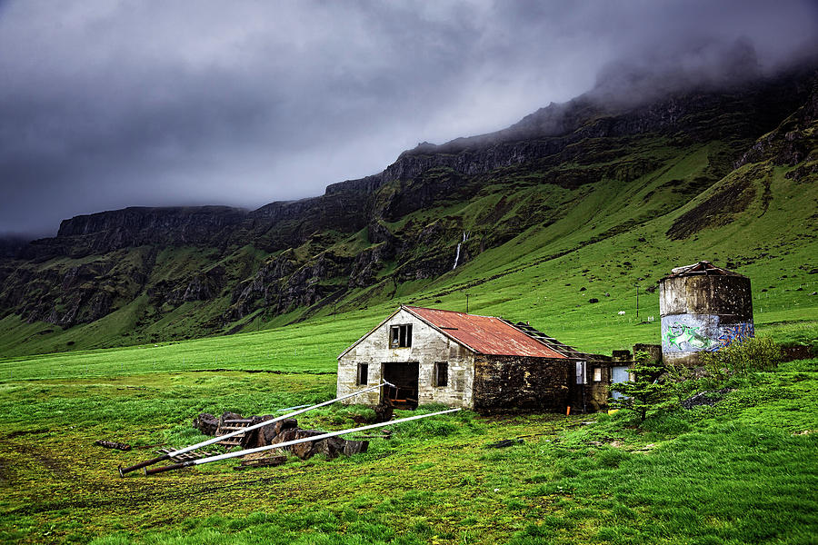 Deserted Barn in Iceland by Ian Good