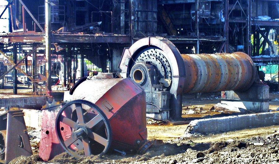 Metal Photograph - Domfer Deconstruction 2 by Reb Frost