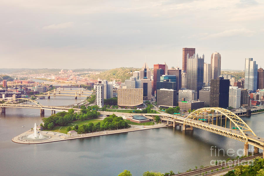 Pittsburgh Photograph - Downtown Pittsburgh Pennsylvania by Sharon Dominick