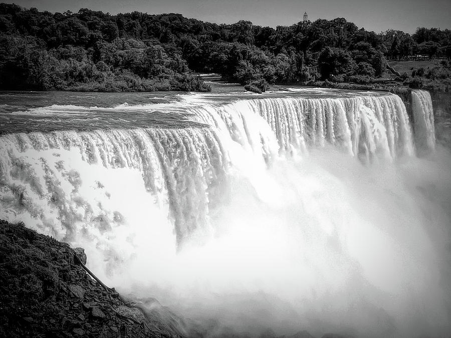 Dramatic Black And White Niagara Falls 12