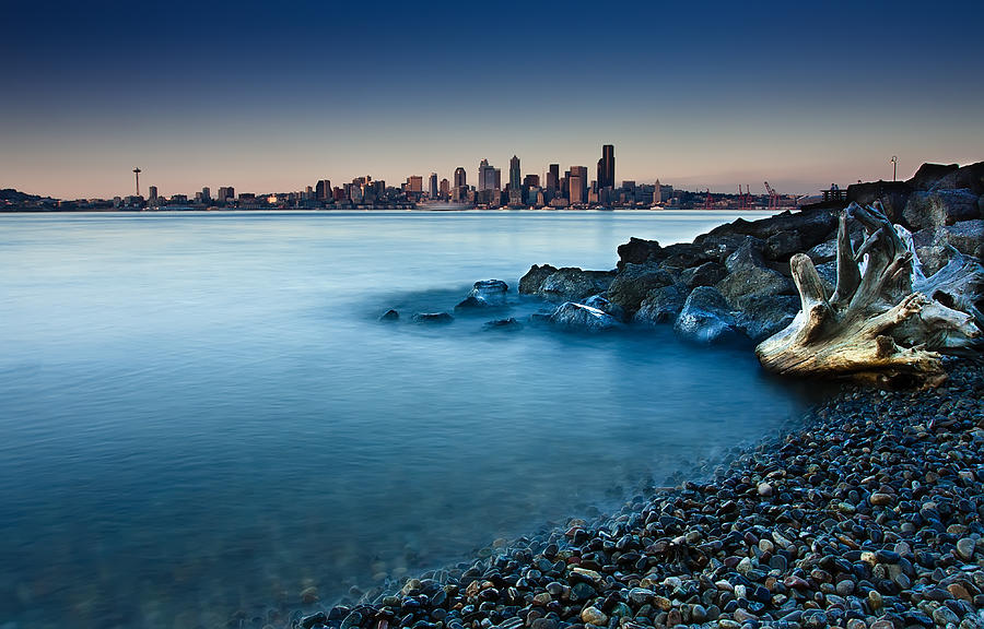 Building Exterior Photograph - Dreamy Seattle Skyline by Sanyam Sharma