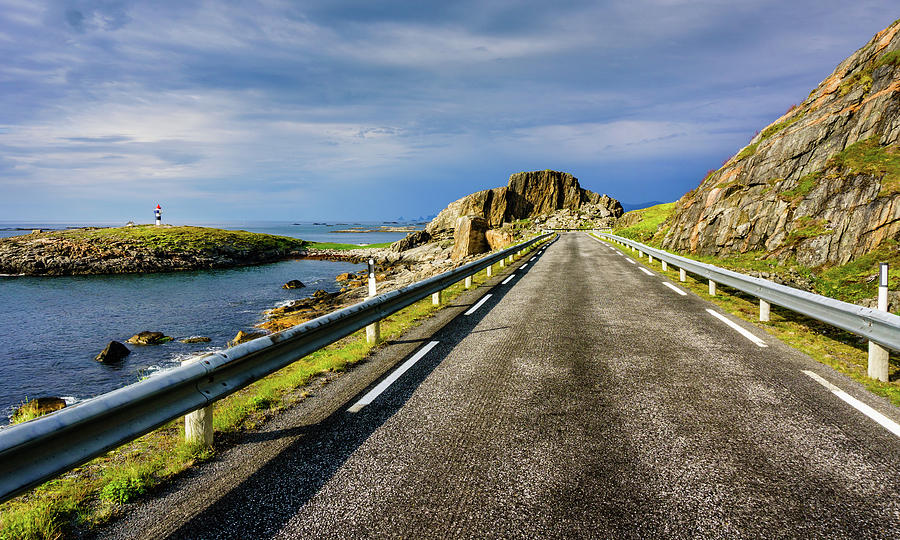 Driving along the Norwegian Sea by Dmytro Korol