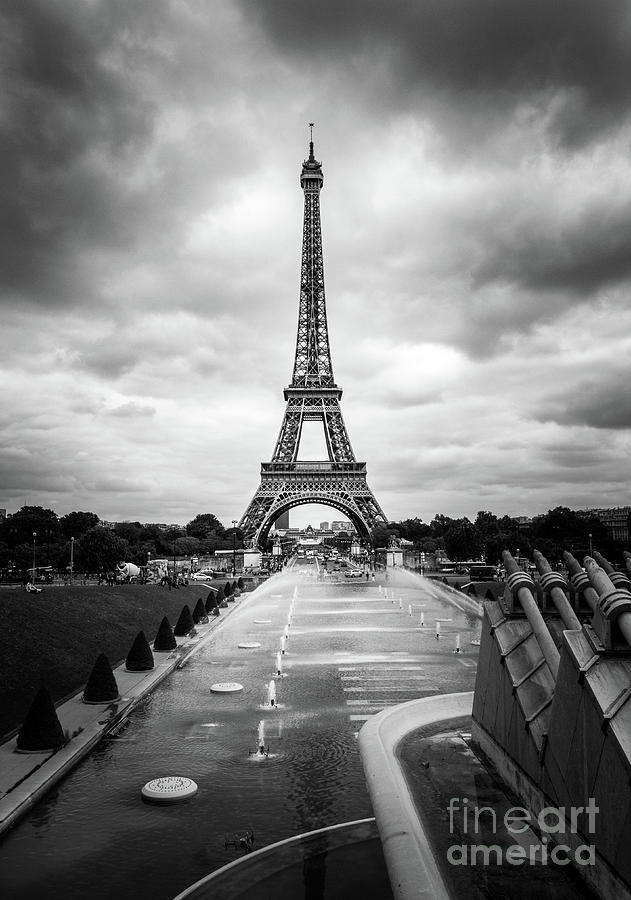 Eiffel Tower And Trocadero Fountains In Paris Black And White Photograph By Liesl Walsh