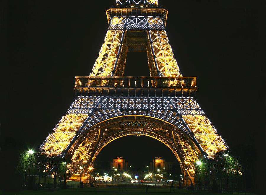 Eiffel Tower Photograph - Eiffel Tower At Night by Hans Jankowski