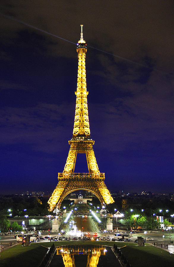 an overview of the eiffel tower in architecture World art overview • stone age • world literature/music western architecture timeline  • peak of iron-frame architecture (crystal palace, eiffel tower.