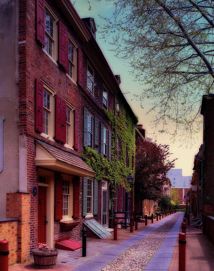 Elfreth's Alley Photograph - Elfreths Alley by Mountain Dreams