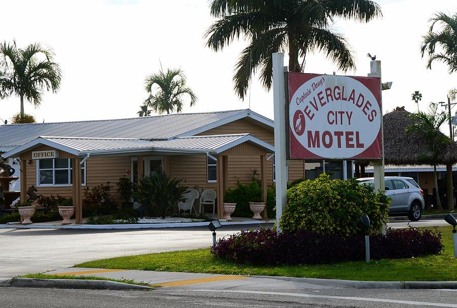 Everglades City Motel Sign Photograph By David Lee Thompson