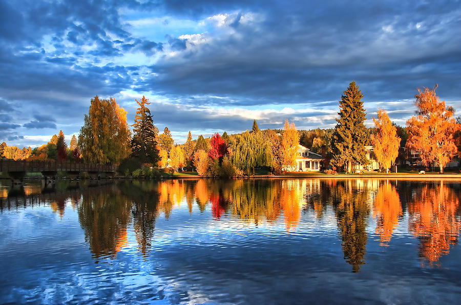 Mirror Pond Photograph - Fall Colors On Mirror Pond - Bend, Oregon by John Melton