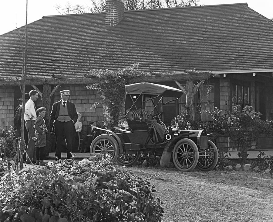 1900s Photograph - Family Has A New Car by Underwood Archives