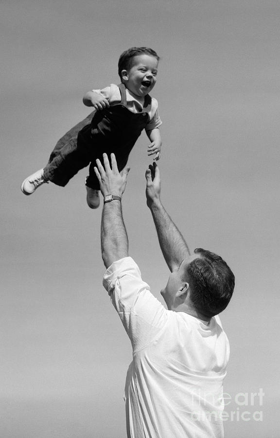 father-tossing-baby-son-in-air-c1950s-de