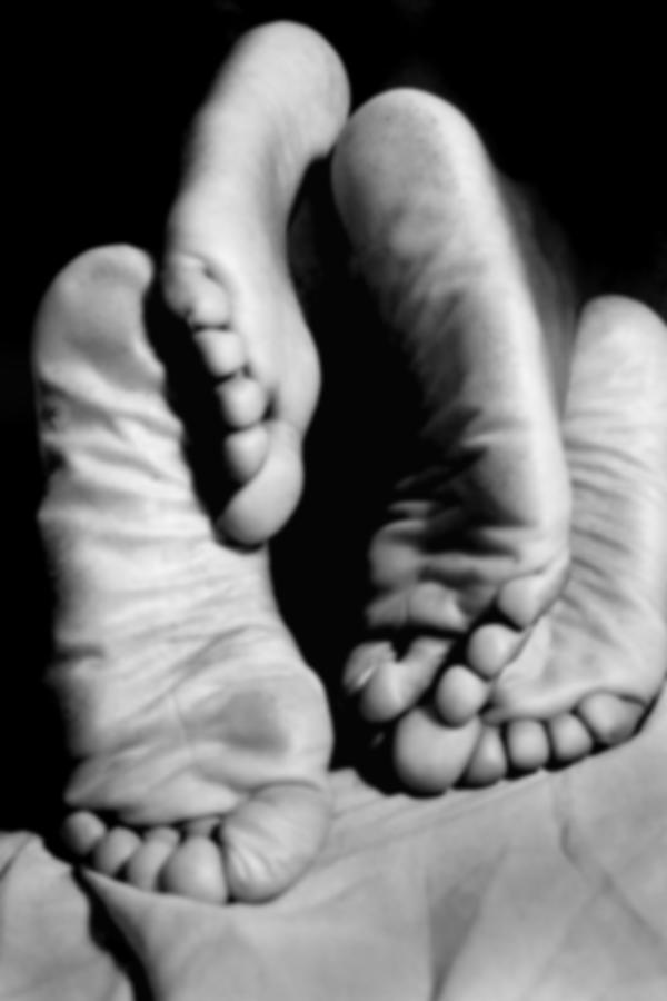 Romantic Photograph - Feet-sees by Ed Silvera