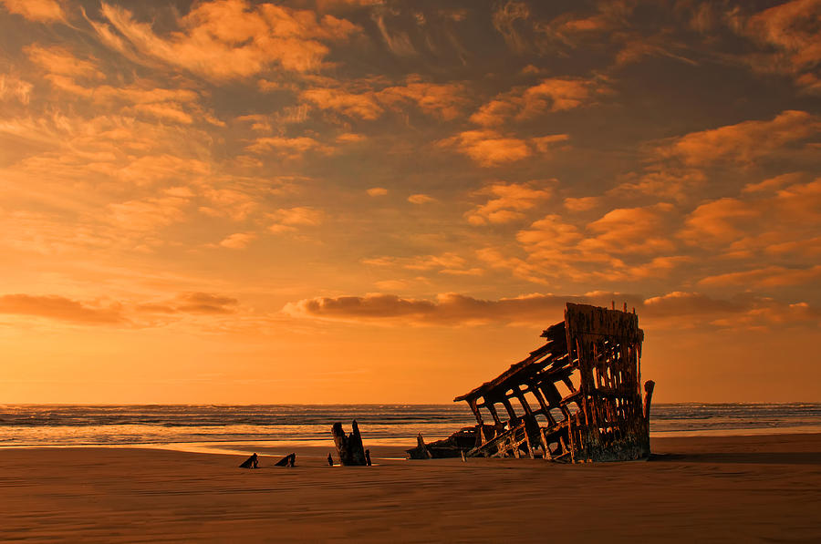 Peter Iredale Photograph - Final Resting Place by Dan Mihai