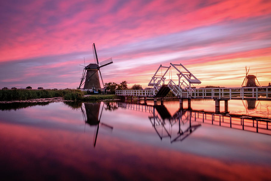 fired sky kinderdijk by Mario Visser